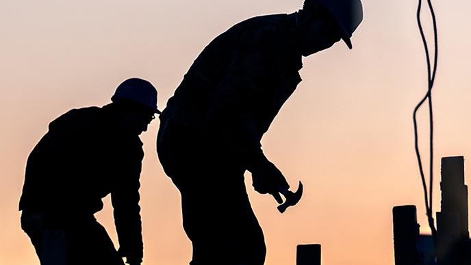 建築現場で働く労働者