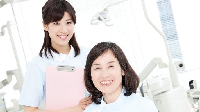 女性医師と歯科衛生士