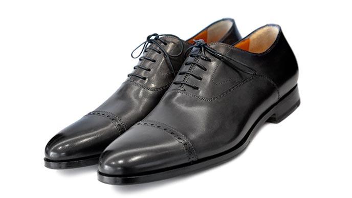 ストレートチップの紳士靴
