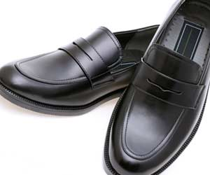 Uチップの紳士靴