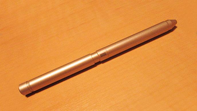 仕事用のボールペンとして使っているZEBRA(ゼブラ)のシャーボ