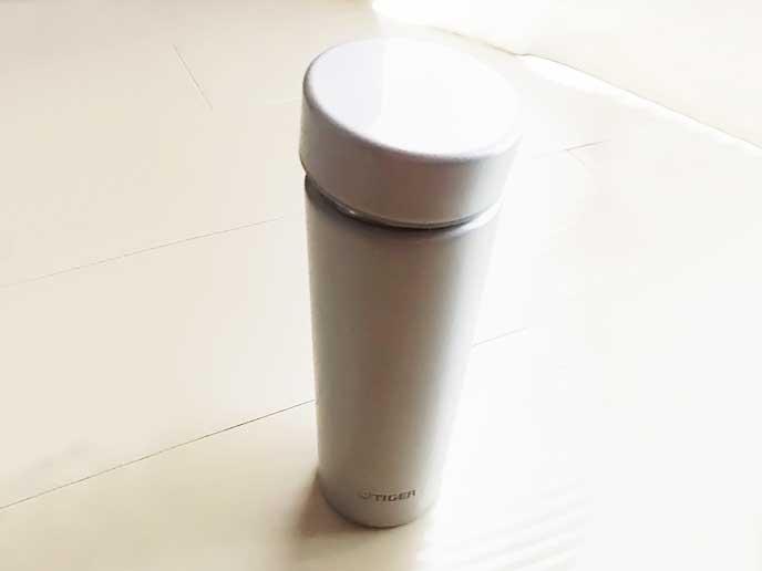 TIGERの白い水筒