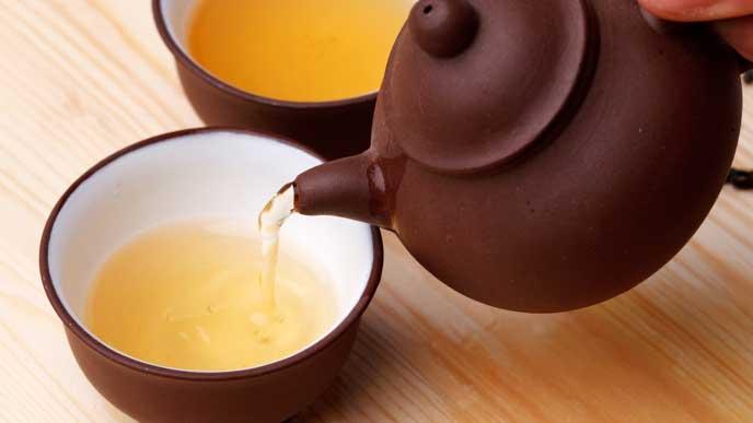 湯呑に注がれるお茶