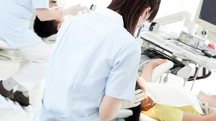 歯科診療所で働く歯科衛生士