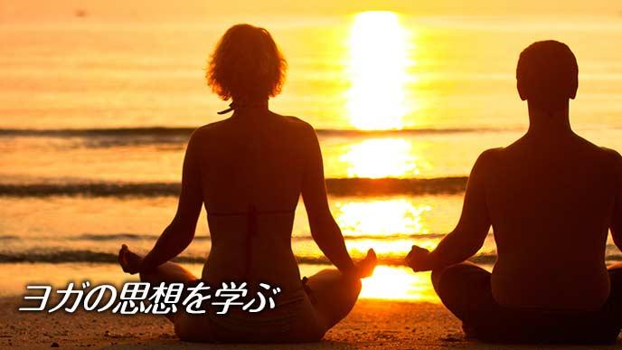 ヨガのポーズで瞑想する二人