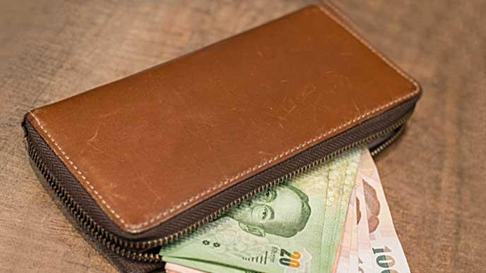 ブラウン系の色の長財布