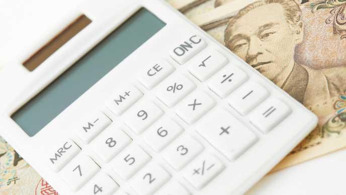 電卓と一万円札