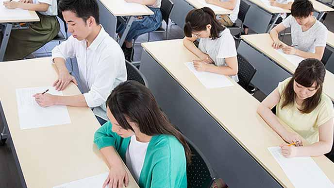 国家試験を受ける学生達