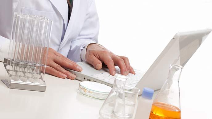 製薬会社で働く薬剤師
