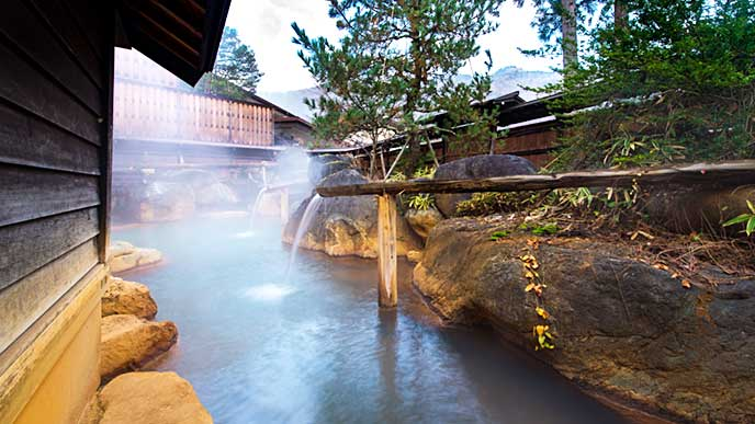 源泉が流れている露天風呂