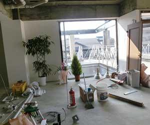 内装を施工中の店舗