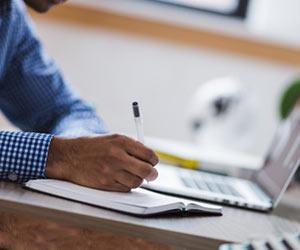 ネットで起業を研究する学生