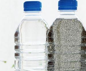 ペットボトルに砂を詰める