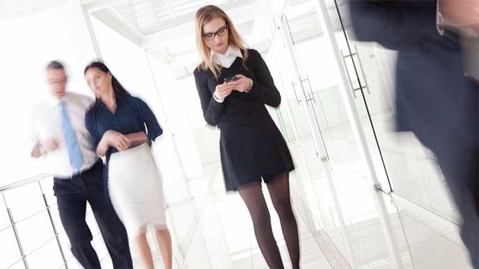 会社の中で孤立してる女性社員