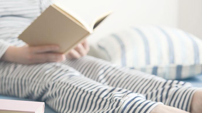 読書をしてる女性