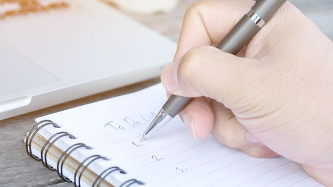 TO DOリストを書く人の手
