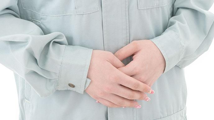 働く女性の手
