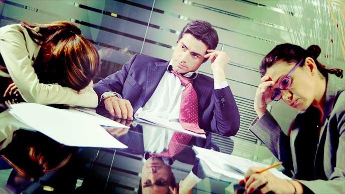 コミュニケーションが上手く取れていない会社の社員たち