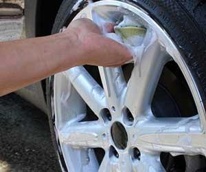 タイヤを洗浄する