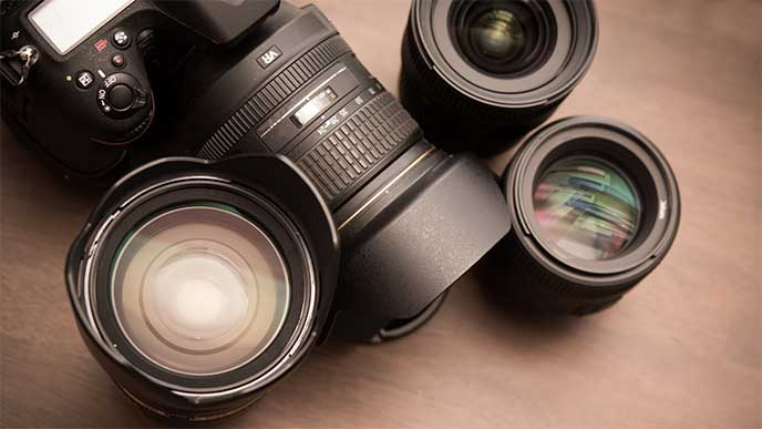 一眼レフカメラと沢山のレンズ