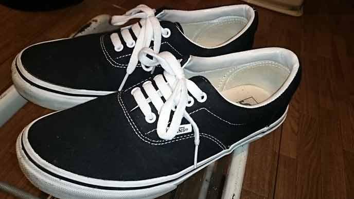 黒いスニーカーVANS