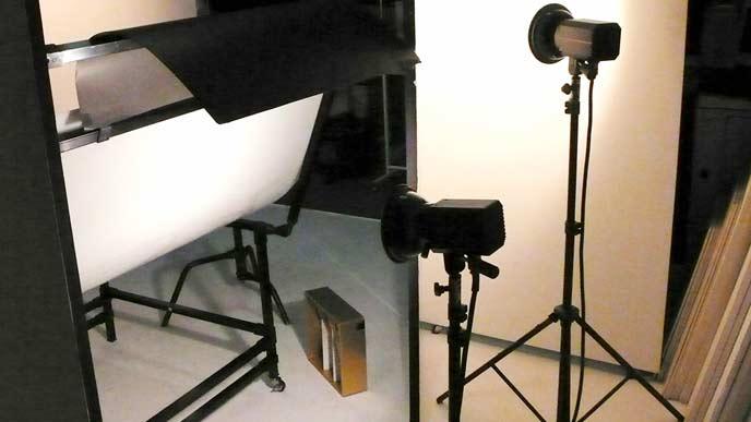 撮影スタジオの照明とレフ板