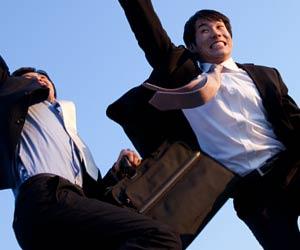 ジャンプする就活学生