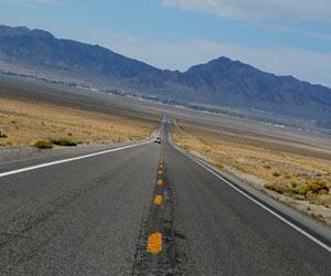地平線に続く道