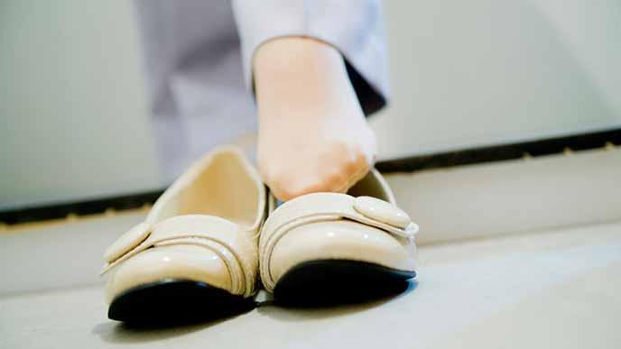 パンプスをを履く女性