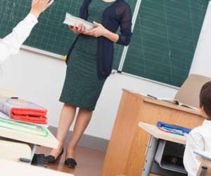教壇に立つ教師