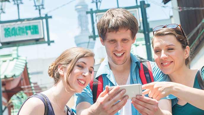 大阪を観光中の外人観光客