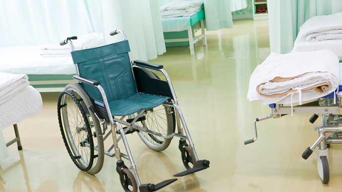 病室内に置かれた車椅子