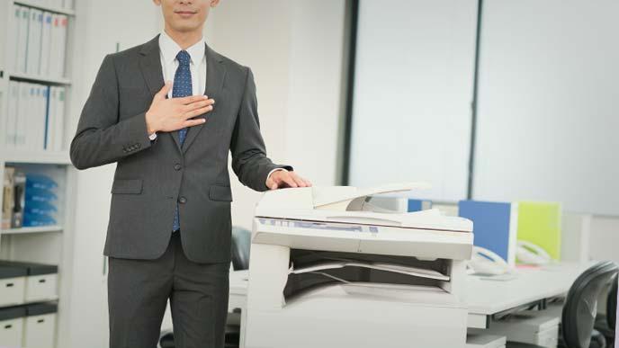 コピー機をすすめる営業マン