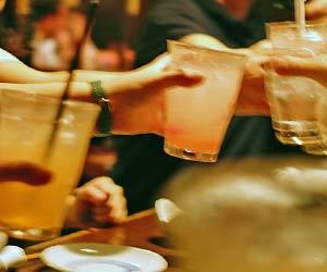 居酒屋で乾杯