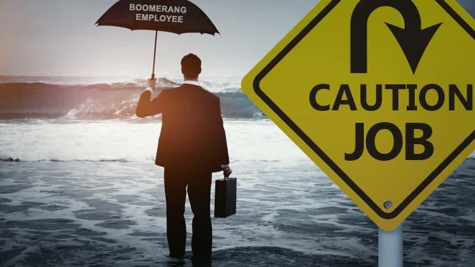 出戻り転職(Boomerang Job)の標識の先で鞄を持って傘を差しながら海に入るビジネスマン