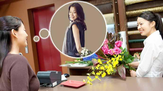 花屋で贈る人のイメージを教える女性