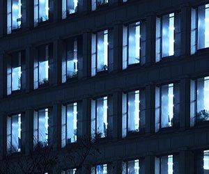 オフィスの灯り