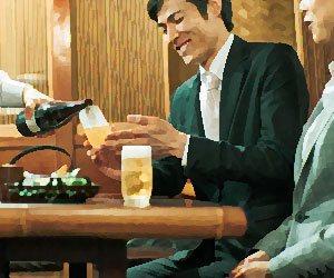 居酒屋で食事をする社員