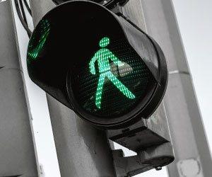 交差点の歩く青光