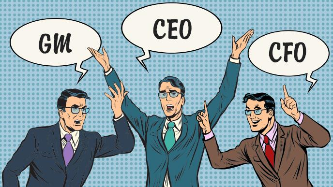 CEO、CFO、GMと言い合う3人の男性のイラスト
