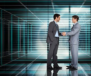 握手する男性2人