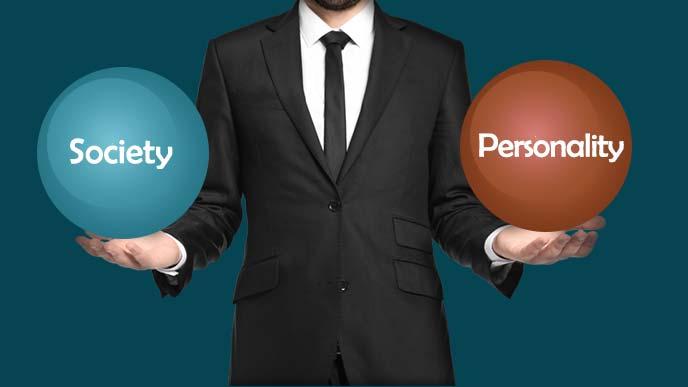 社会と個人のバランスをとる男性