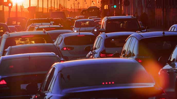 夕方の車の渋滞