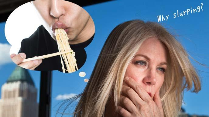 なぜ音を出して麺をすするのか思案する女性