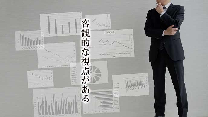 データを取って客観的に思考するビジネスマン